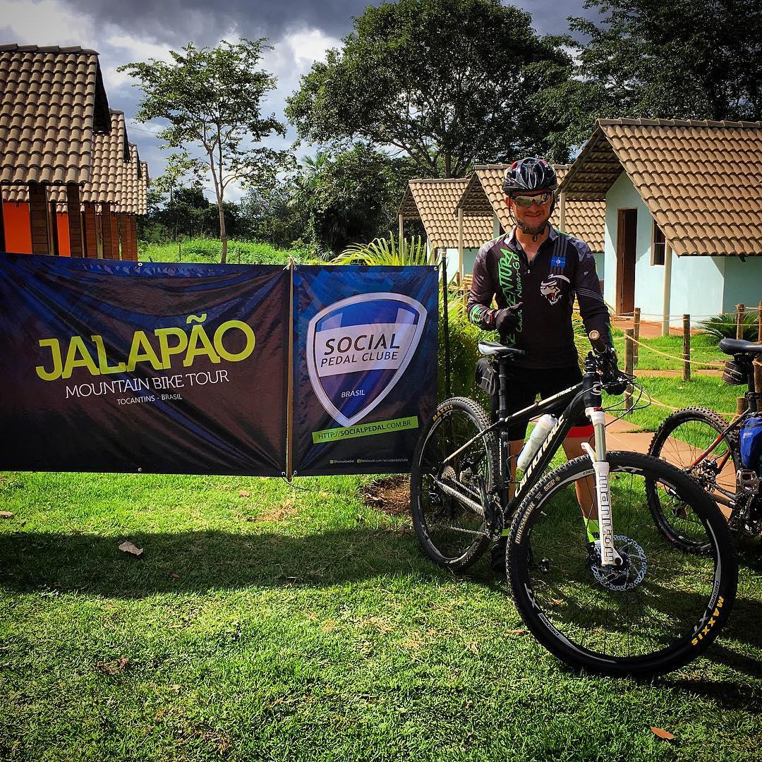 """""""Quero voltar e trazer meus amigos"""" @marcosvinicius_adv. Ele conheceu o Jalapão pedalando no #jalapãomtbtour2018. Venha você também pedalar com a gente! O Jalapão é bruto mas também é cravejado de brilhantes! #socialpedal #jalapão #jalapao #jalapaoebruto #cicloturismo #cicloviagem #mtb"""